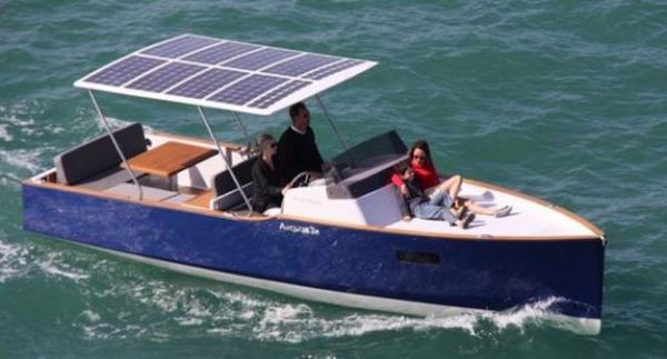 Aequus_7.0_Solar_Boat