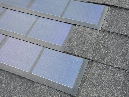 Solar Panel Roof Shingles >> New Solar Panels Blend Into One S Roof Earthtechling