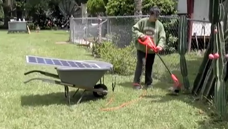 Solar weed trimmer