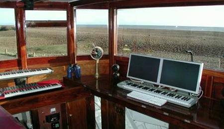 Nutmeg, Thomas Dolby studio