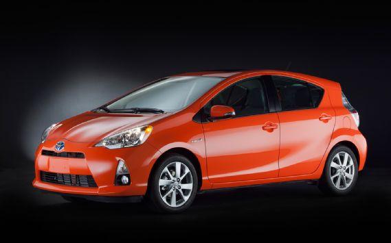 2012-Toyota-Prius-C-front-three-quarters