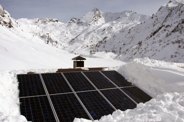Winter Snow Poses Little Risk For Home Solar Panel Systems