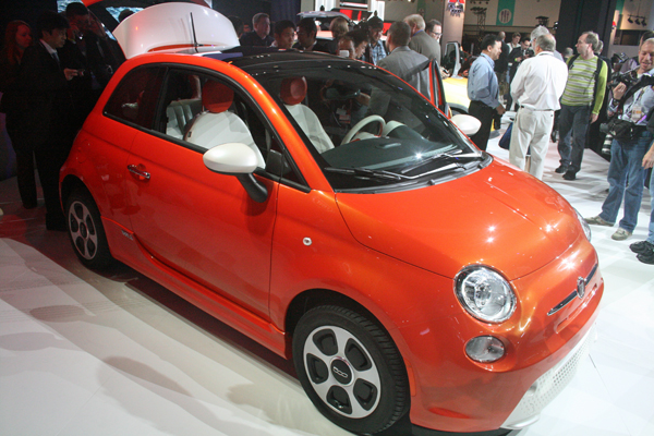 Fiat 500e at 2012 Los Angeles Auto Show (image copyright EarthTechling)
