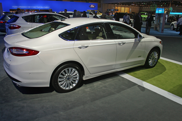 Fusion Energi Hybrid at Los Angeles Auto Show (image copyright EarthTechling)