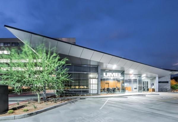 UMB Scottsdale Glass 1