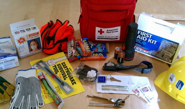 survival kit, end of the world, mayan calendar, emergency preparedness, green gadgets, off-grid