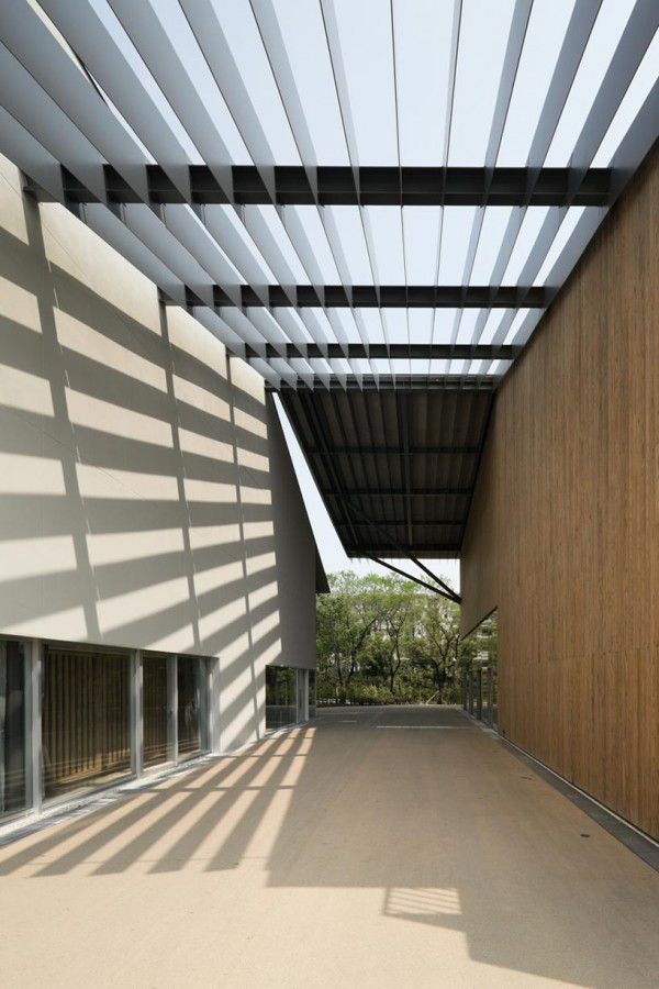 One of the common areas in between classrooms has louvers to provide shade during certain times of day. Image via Kengo Kuma and Associates.