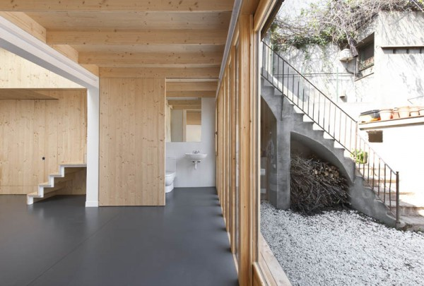 A view showing the contrast between the new bio-friendly interior and the original 1918 courtyard. Image via Calderon-Folch-Sarsanedas Arquitectes.