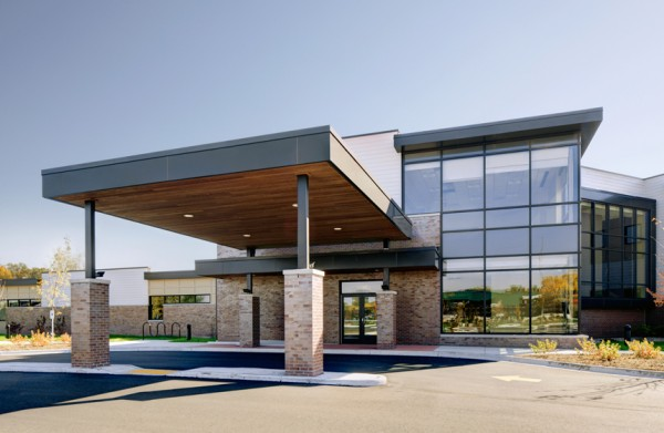 Image of UW Health Yahara Clinic entrance via J.H. Findorff & Son