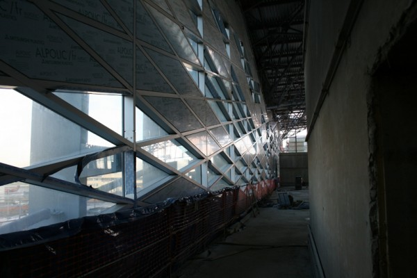 Alternating transparent and opaque side wall at Pulkovo Airport, seen in November 2012 during construction. Image via Grimshaw Architects.