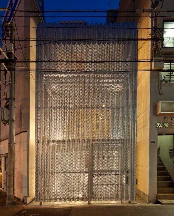 The glowing interior, seen through the mesh at night. Image by Stirling Elmendorf via Shuhei Endo.
