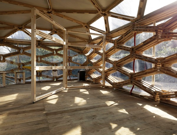 The interior of a pavilion made of used wooden pallets, created for the German Institute of Culture in Florence, Italy. Image via Avatar Architettura.