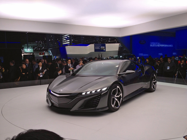 Acura NSX Concept at 2013 Detroit Auto Show (image copyright EarthTechling)