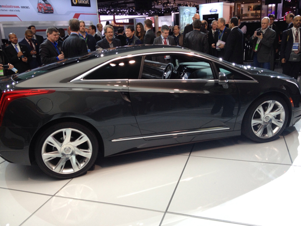 2014 Cadillac ELR at 2013 Detroit Auto Show (image copyright EarthTechling)
