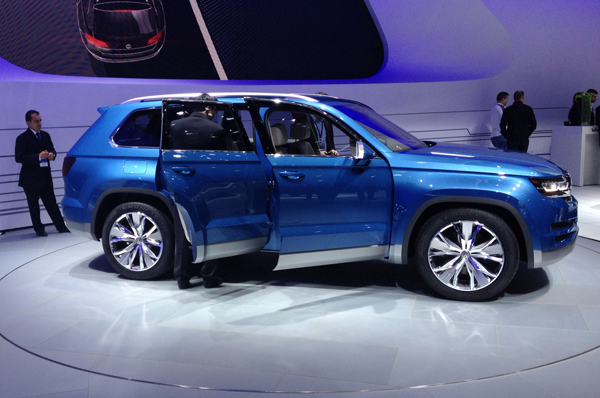 VW CrossBlue hybrid concept at 2013 Detroit Auto Show (image copyright EarthTechling)