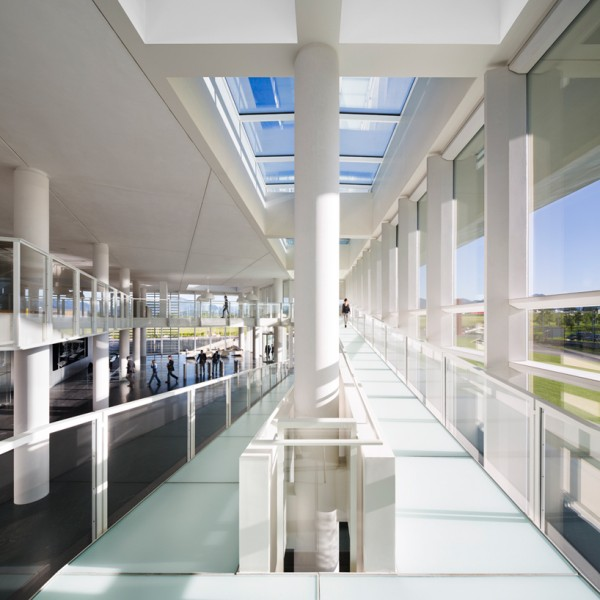 Interior view of main atrium, showing skylights and heavy use of glazing. Image by Scott Frances via Richard Meier & Partners.