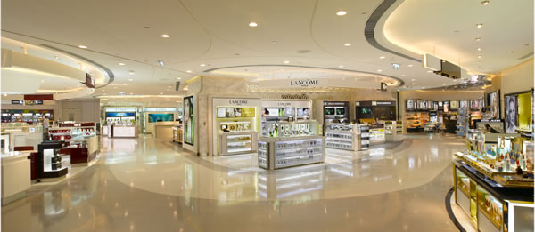 The cosmetic fragrance floor sparkles at the Hong Kong's LEED Gold T Galleria Mall. Image via DFS Group.
