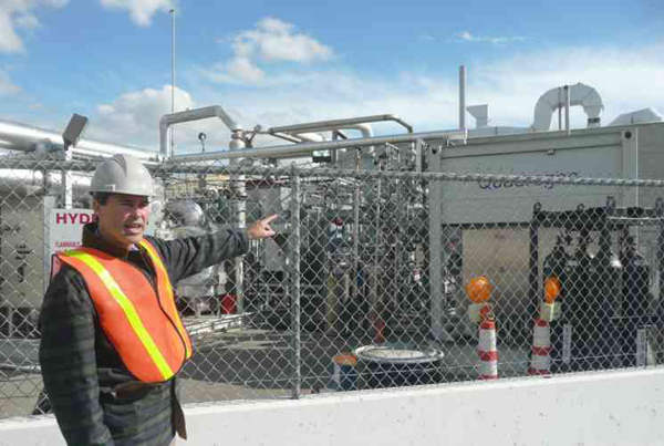 Professor Jack Brouwer, Associate Director and Chief Technology Officer of the National Fuel Cell Research Center, points out the tri-generation facility that uses biogas from Orange County Sanitation District's wastewater treatment plant to produce hydrogen, heat and power. (image via DOE)