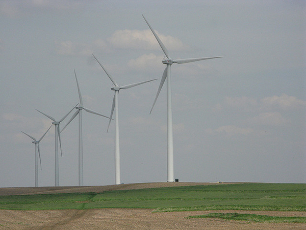 Iowa wind power (image via Andrew Huff/Flickr>/a>)