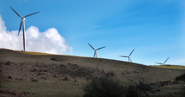 Turbines at Mynydd Maendy, Near Bridgend, South Wales (image via JessopSmythe/Flickr)