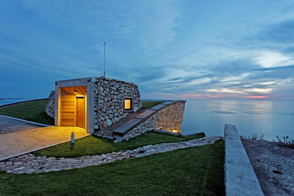 Rooftop entrance also provides sunset view of the Black Sea. Image via Ignatov Architects.