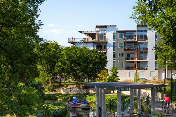 Today the finished apartments are connected to the San Antonio Riverwalk esplanade. Image by Chris Cooper via Lake|Flato Architects.