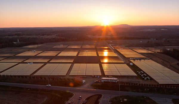 Apple Maiden data center solar