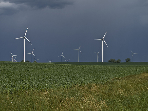 Mendota Hills Wind Farm in Illinois (image via contemplative imaging/Flickr)