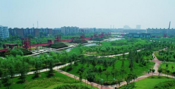 The rolling hills of Qiaoyuan Park, with the aquatic marshes and terraces in the background. Image via Turenscape Architects.