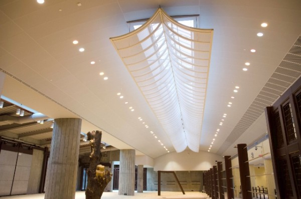 A skylight allows diffuse natural light to illuminate the interior of the Elephant Trails structure. Image via Smithsonian National Zoological Park.