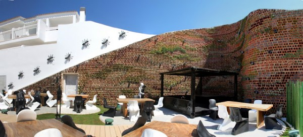 Terracotta Eco.bin wall keeps guests cool at Hotel Ushuaia in Spain's island of Ibiza. Image via Urbanarbolismo.