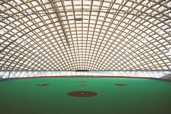 Inside, natural light floods the arena, significantly reducing electricity demand for daytime events. Image by Mikio Kamaya via Toyo Ito & Associates.