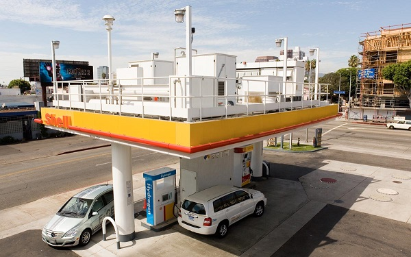 Hydrogen fueling station in California (image via