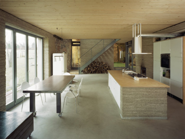 The rammed-earth walls were also used for many interior features, such as this kitchen island. Image via Roswag Architekten.