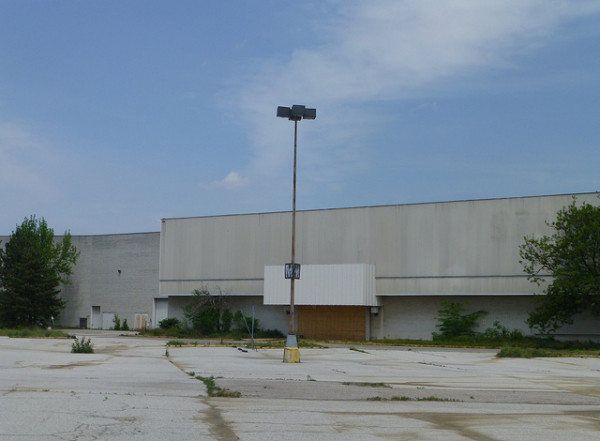 One of many closed Sears and Kmart stores that may soon become data centers or disaster recovery depots. Image by Fan of Retail via Flickr.