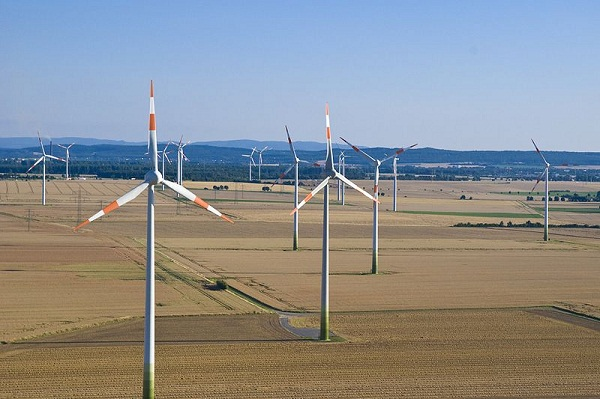Wind farm in Lower Saxony, Germany (image via Wikimedia Commons)