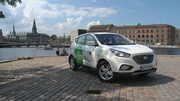 Hyundai ix35 Fuel Cell in Copenhagen, Denmark (image via Hyundai)