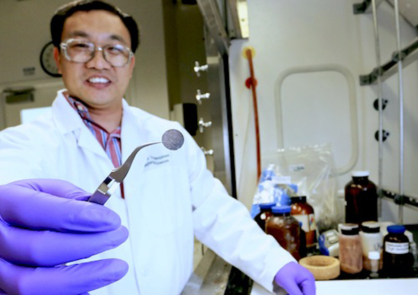 A new all-solid lithium-sulfur battery developed by an Oak Ridge National Laboratory team led by Chengdu Liang has the potential to reduce cost, increase performance and improve safety compared with existing designs. (image via Oak Ridge National Lab)
