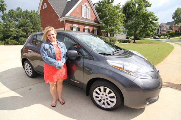 The 100,000th customer was American graduate student Allison Howard, who became an owner of Nissan LEAF earlier this month and drives the car to Kennesaw State University in Atlanta, Georgia. (image via Renault-Nissan)