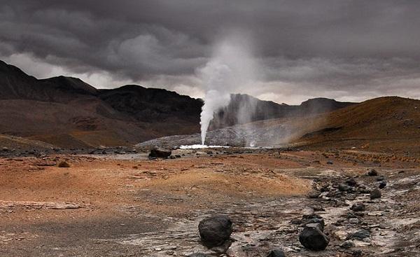 El Tatio geyser field, Chile (image via Wikimedia Commons)