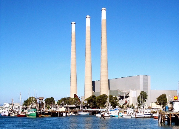 The aging 650-MW power plant was no longer economically viable. (image via Wikimedia Commons)