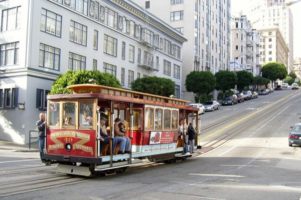 800px-San_Francisco_Cable_Car_on_Pine_Street