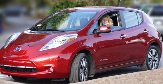 Red_Nissan_Leaf_SL