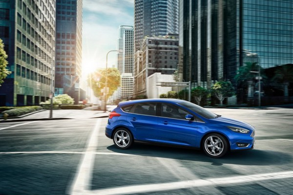 Blue-Ford-Focus-Electric-Car-2015