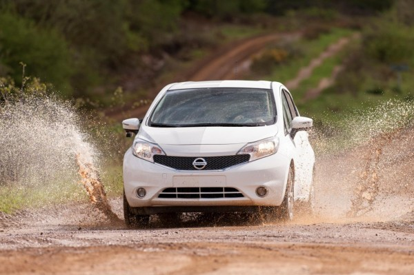 nissan-versa-note-self-cleaning-prototype_100465186_l