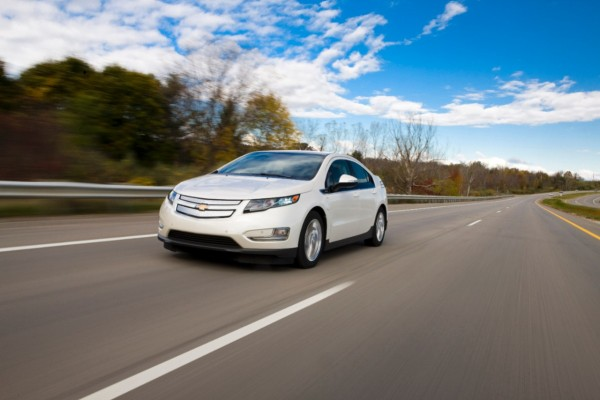 2014-Chevrolet-Volt-003-medium