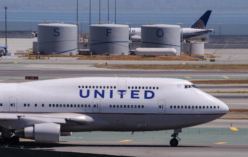 United Airlines Biofuel Plane